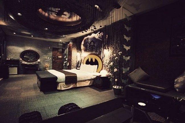 hotel-eden-y-su-habitacion-de-batman-01.jpeg