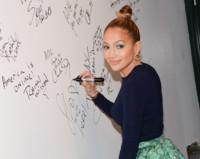 ¿Jennifer Lopez acertando con un look? Cuidado, que lo hace por partida doble