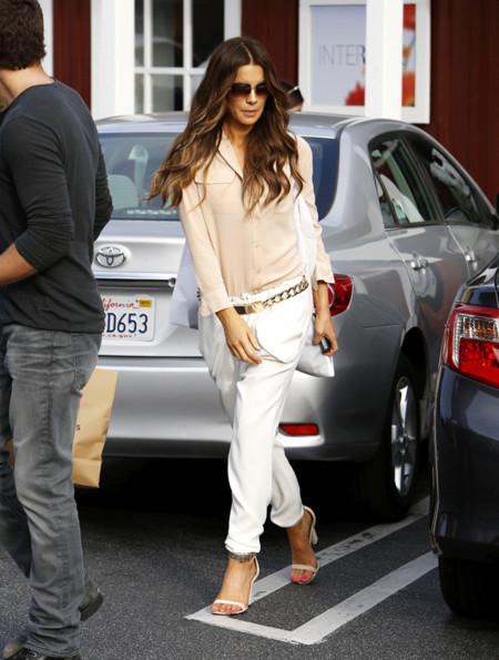 Kate Beckinsale pantalon look calle