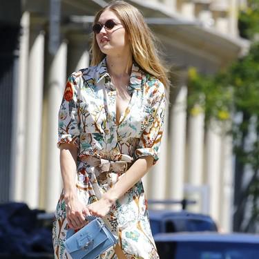 Del chándal al vestido floral y camisero, así se enfrenta Gigi Hadid al calor de este verano