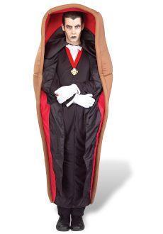 Halloween: disfraz de Drácula en su ataúd