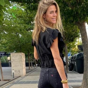 Amelia Bono da la bienvenida a los 40 con dos prendas perfectas: un minivestido negro y un bikini de tiro alto