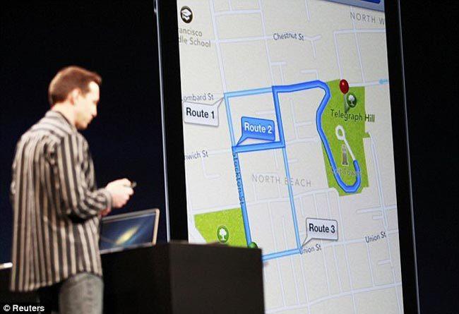 Scott Forstall presentando la aplicación Mapas