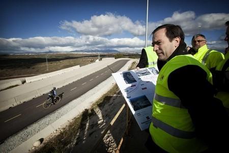 Carriles e intersecciones que protegen a los ciclistas