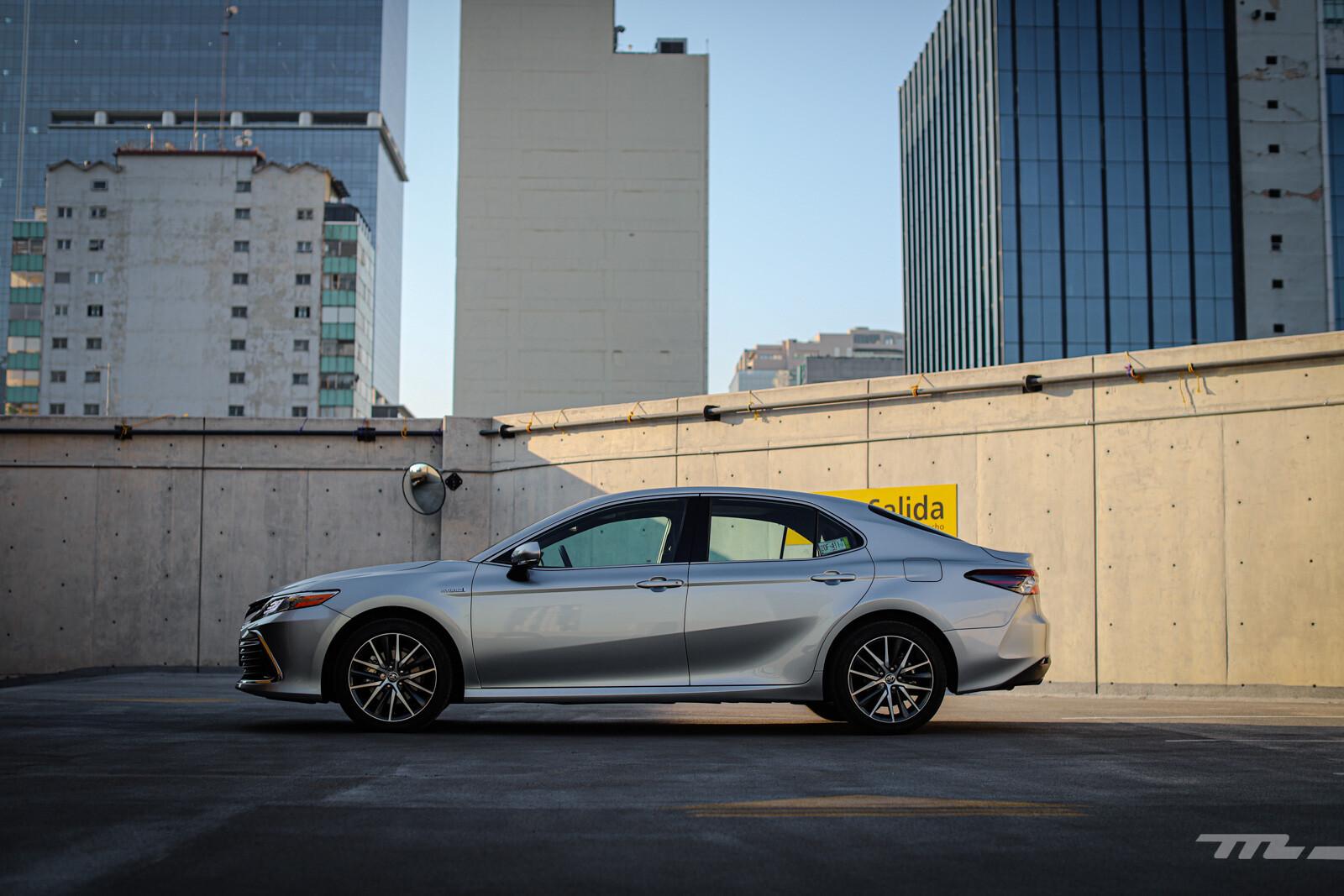 Foto de Toyota Camry Hybrid 2021 (8/38)