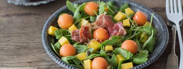 Ensalada de papaya, mango y jamón tostado, receta fácil y rápida