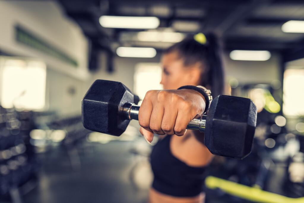 15 ejercicios de hombro para estimular todas las cabezas del deltoides