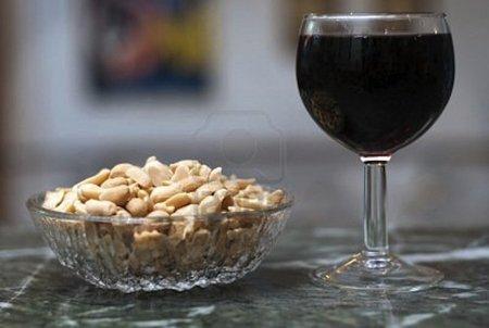 ¿Es saludable comerse los cacahuetes gratuitos de los bares?