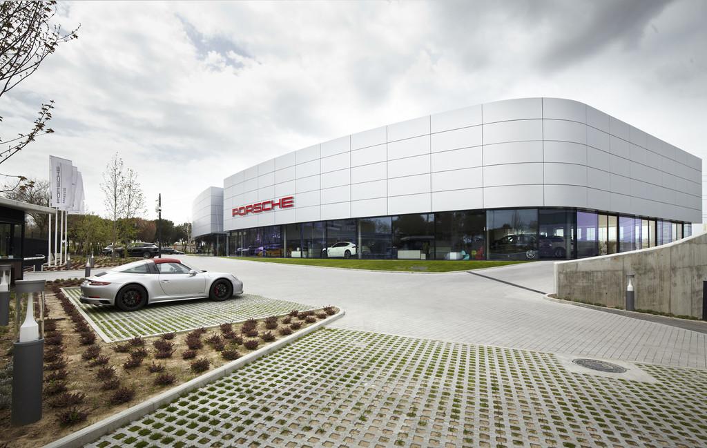 Porsche Madrid exterior