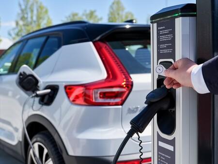 Inglaterra exigirá que todas las casas y oficinas nuevas incluyan cargadores inteligentes para coches eléctricos