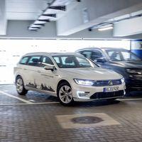 Del Up! al Touareg. Volkswagen promete estacionamiento autónomo en todos sus autos para 2020
