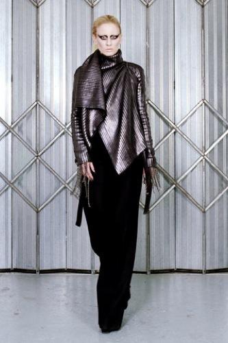 Gareth Pugh Otoño-Invierno 2009/2010 en la Semana de la Moda de París, capas