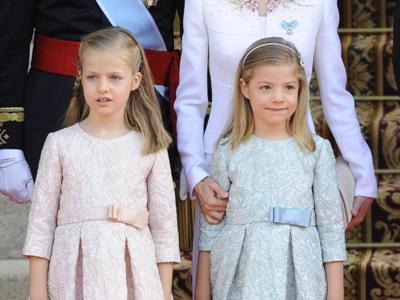La Princesa de Asturias y la Infanta Sofía eligen lo tonos pasteles para enternecer a todos