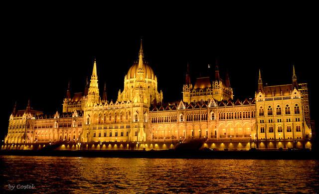 ¿Psicosis en el mundo de la Fotografía por la necesidad de consentimiento expreso para hacer fotografías de personas en Hungría?