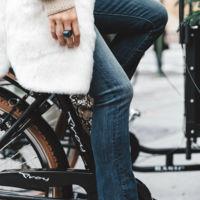 Cómo combinar la tendencia del momento, los botines de tacón ancho (y no meter la pata)