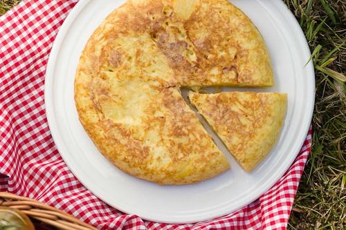 Cuántas calorías tiene una tortilla de patatas (y cómo hacerla más ligera)