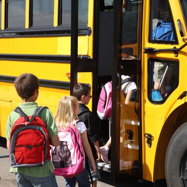La COVID amenaza el uso del autobús escolar, el medio de transporte más seguro para que los niños vayan al colegio