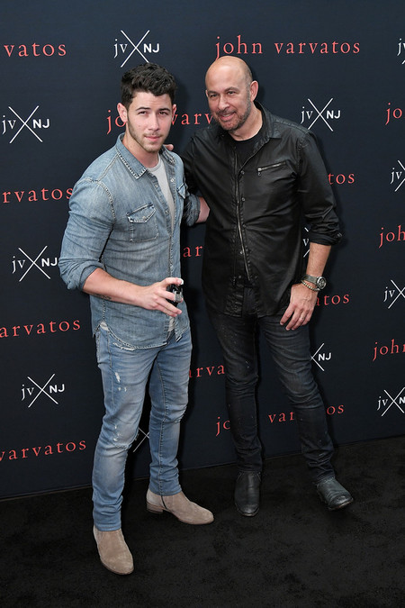 Nick Jonas Look Denim Trendencias Hombre John Varvatos Fragrance 2
