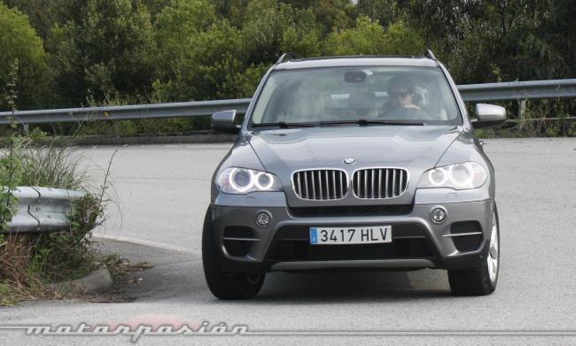 BMW X5 4.0d xDrive curva