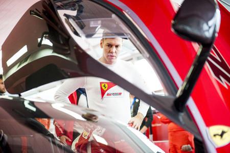 Mirad como se lo pasa Sebastian Vettel con el Ferrari FXX K en Fiorano