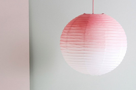 Lámpara de papel pintada con spray