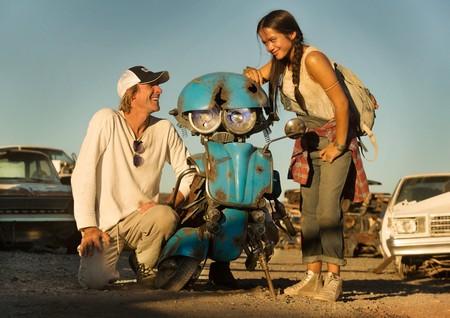 Michael Bay e Isabela Moner en el rodaje de Transformers 5