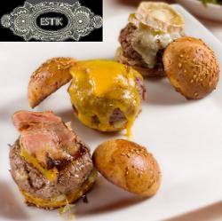 Hamburguesas con carne de cebra, gacela o bisonte en el Restaurante Estik