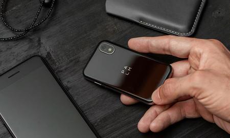 Palm regresa con un pequeño Android resistente al agua y pensado para complementar tu smartphone principal