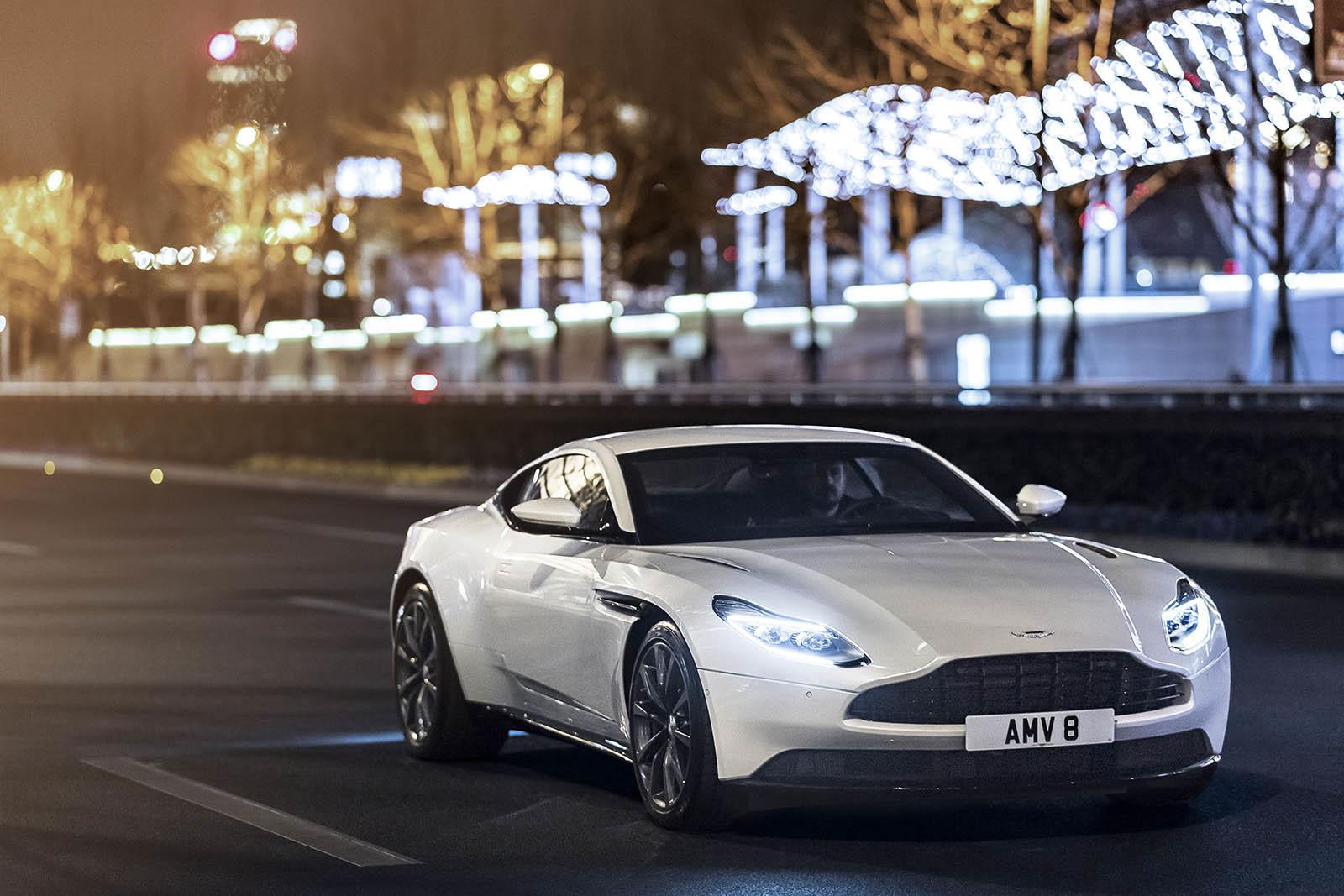 Foto de Aston Martin DB11 V8 (1/21)