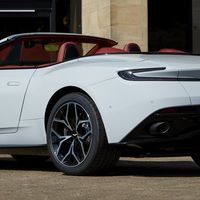 Aston Martin presentó dos nuevas ediciones especiales del DB11