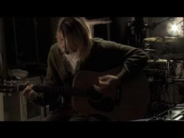Señores y señoras, esta noche Jared Leto va a imitar en directo a Kurt Cobain