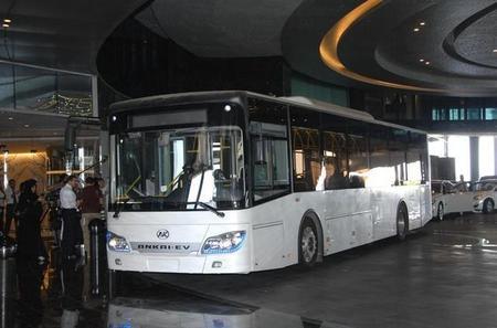 Abu Dabi incorpora dos autobuses eléctricos en un programa de pruebas