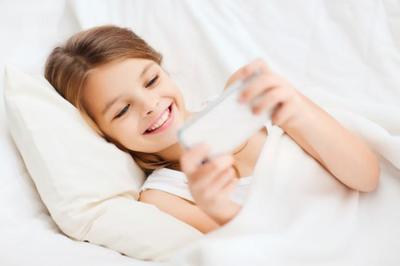 Si quieres que duerman bien nada de móviles, tablets ni tele en la habitación