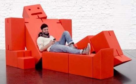 Un asiento de descanso con forma de robot