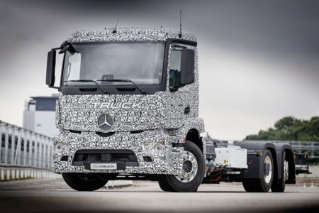 Mercedes-Benz le gana Tesla creando el primer camión eléctrico, el Urban E-Truck