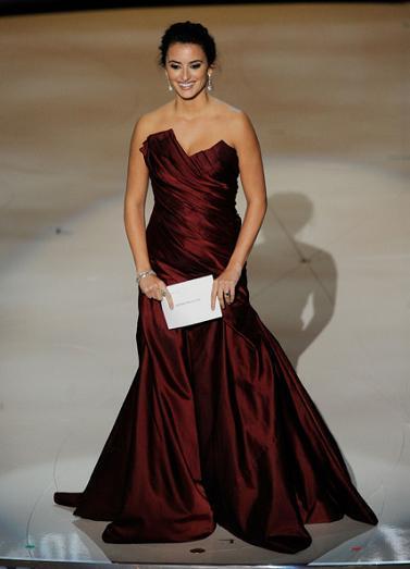 El look de Penélope Cruz en los Oscars 2010, al detalle: vestido, peinado, maquillaje y joyas