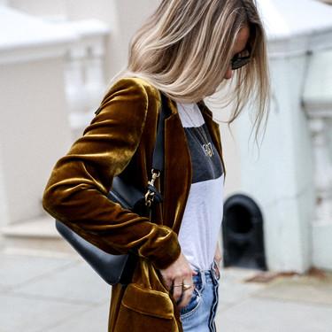 Las chicas de moda nos muestran la importancia de tener a mano una chaqueta de terciopelo durante todo el año
