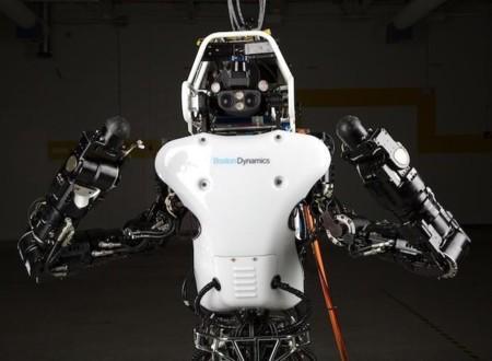 Boston Dynamics saca a su robot Atlas a dar una vuelta por el campo