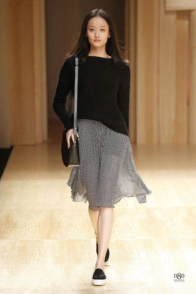 Foto de Mango abre la 080 Barcelona Fashion con su colección Otoño-Invierno 2014 y Toni Garrn (30/41)