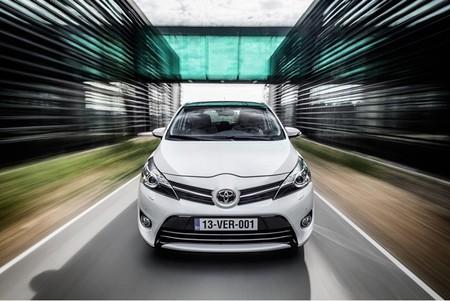 Cómo ahorrar combustible anualmente en el coche con Stop & Start de Toyota
