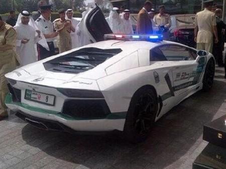 Police Dubai lamborghini-aventador