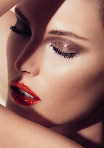 """Para este verano, el """"look ambarino"""" en el maquillaje de Giorgio Armani"""