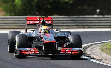 Lewis Hamilton obtiene el mejor tiempo en una segunda sesión libre en Hungría pasada por agua