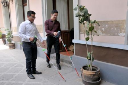Estudiantes de la BUAP crean nuevo bastón para invidentes