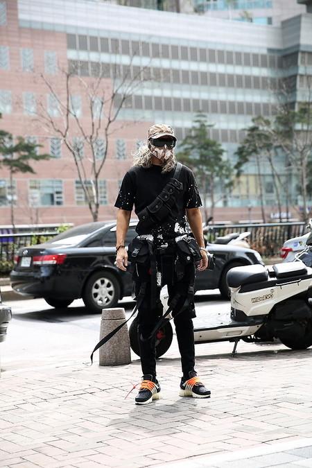 El Mejor Street Style De La Semana Apuesta Por El Urbanismo Del Layering En Negro De Regreso A Las Calles 09