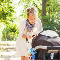 ¿Cubres el cochechito de tu bebé con una manta o una sábana para protegerle del sol? No es una buena idea