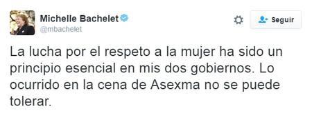 Chile rompió el techo de cristal con Bachelet, pero eso no impide que un ministro suyo pose con una muñeca hinchable