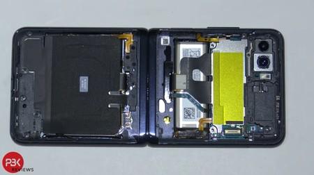 """Galaxy Z Flip destripado: el nuevo smartphone flexible de Samsung es complejo, pero """"no tan difícil de reparar"""""""