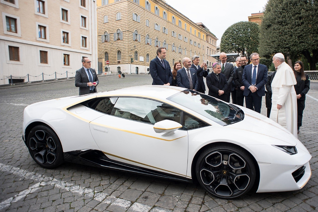Foto de Lamborghini del Papa Francisco (2/16)
