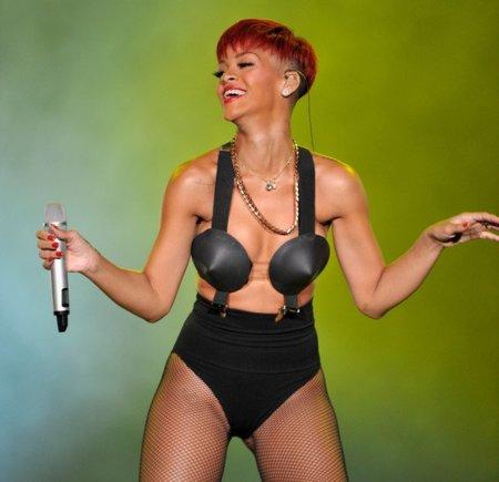 El estilo de Lady GaGa contra el Rihanna: ¿quién es más espectacular en los conciertos? VI
